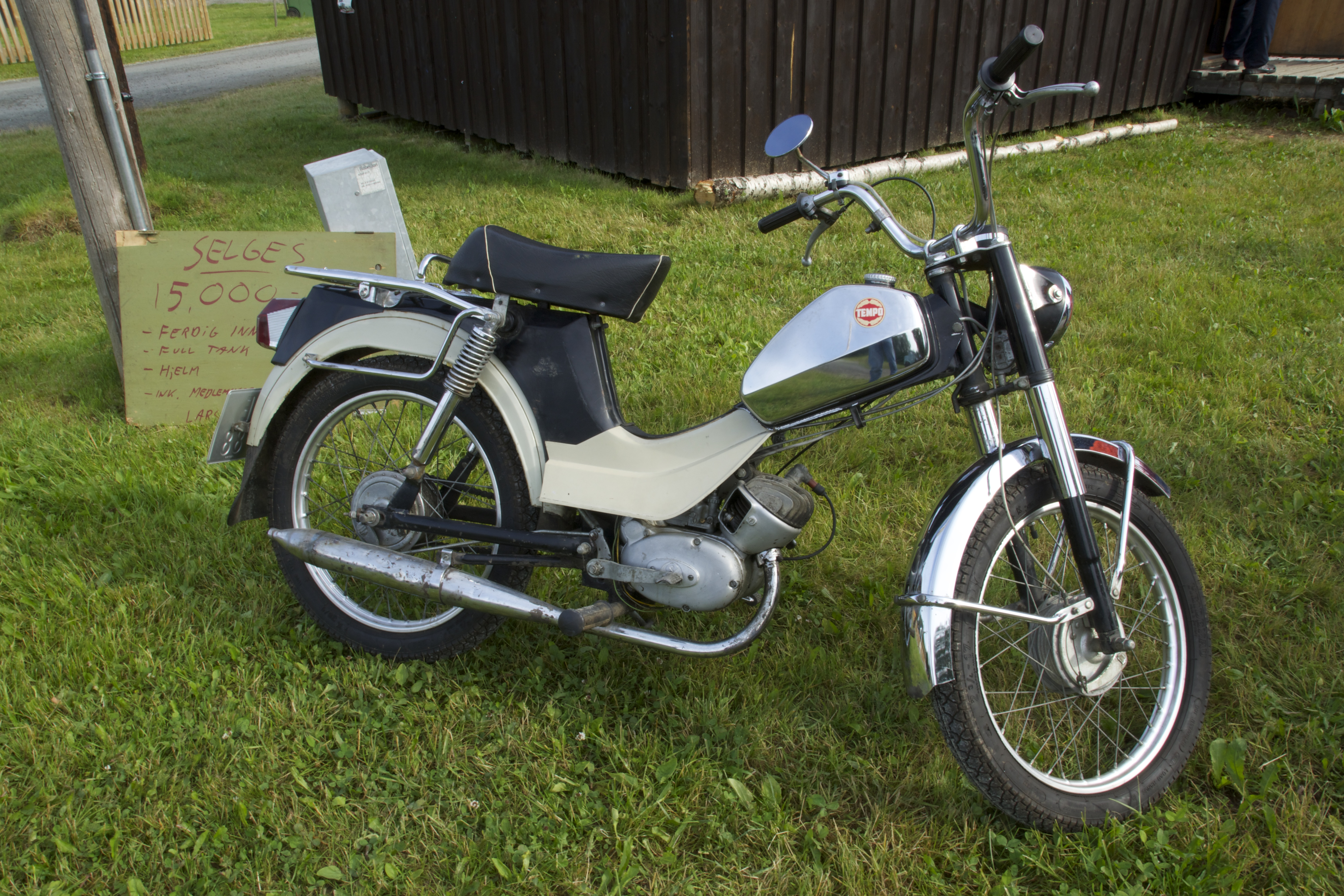 Tempo moped
